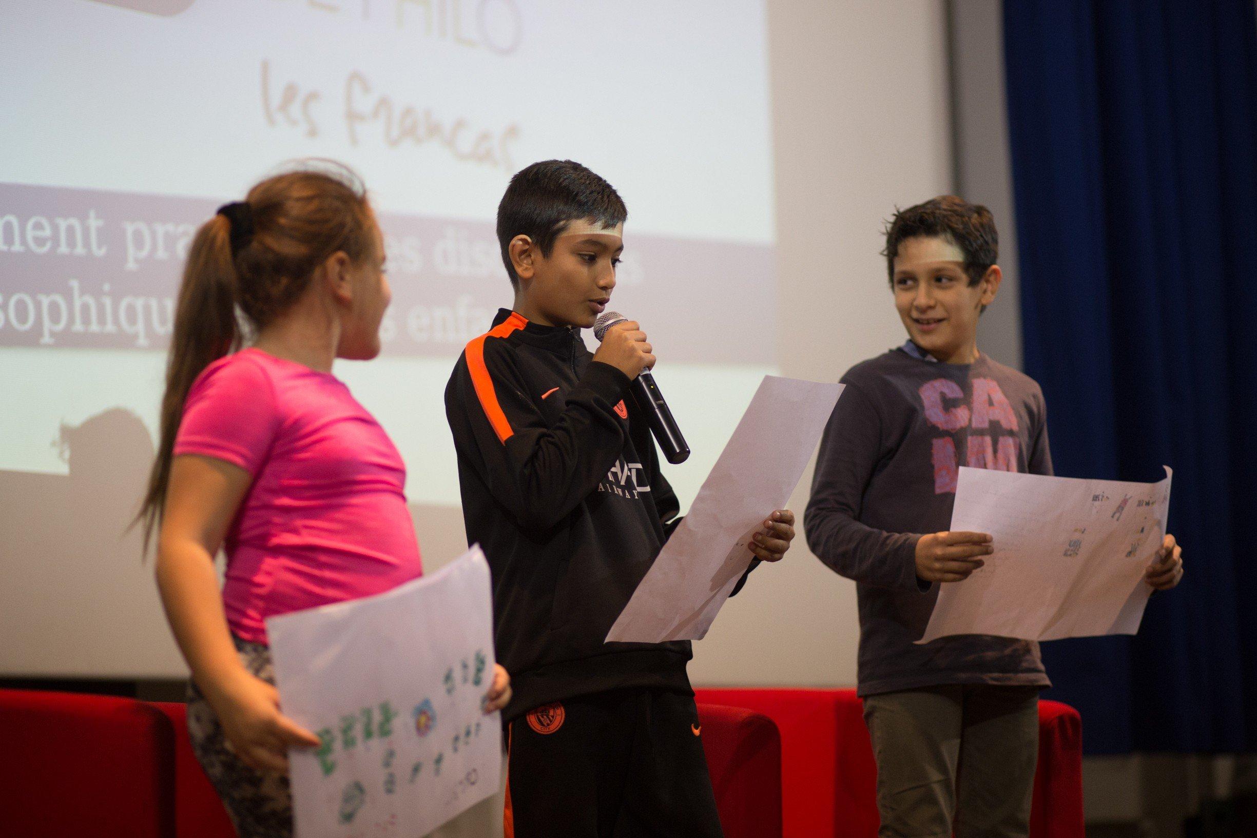 Débats philo : enfants et adultes échangent leurs points de vue à l'atelier Canopé